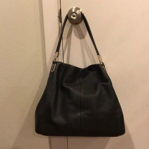 🌴 Coach black pebbled leather shoulder bag